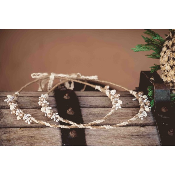 Porcelain wreaths braided with burlap and lace